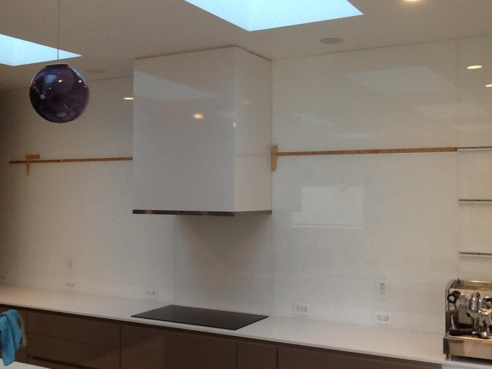 17 best back painted glass backsplash homes decor 4357