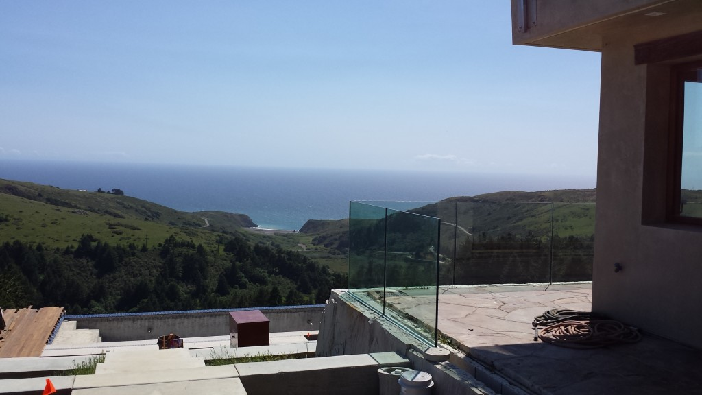"27/32"" Tempered Laminated Glass Deck Railing with a Pacific Ocean View"